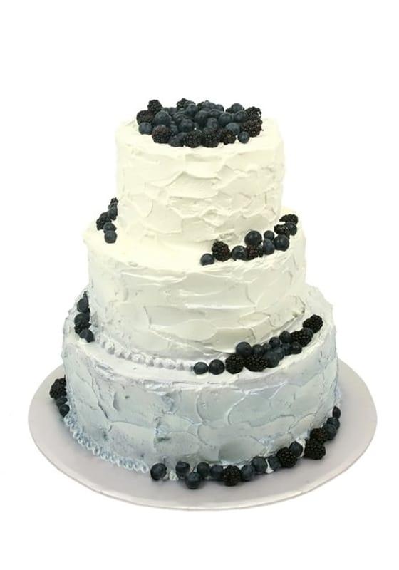 Свадебный торт Кремовый с ягодами