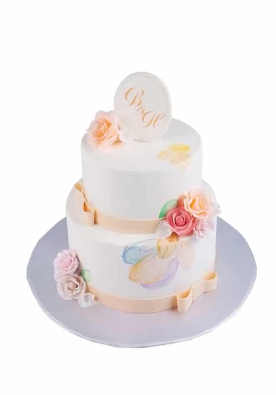 Свадебный торт Молочного цвета и с инициалами
