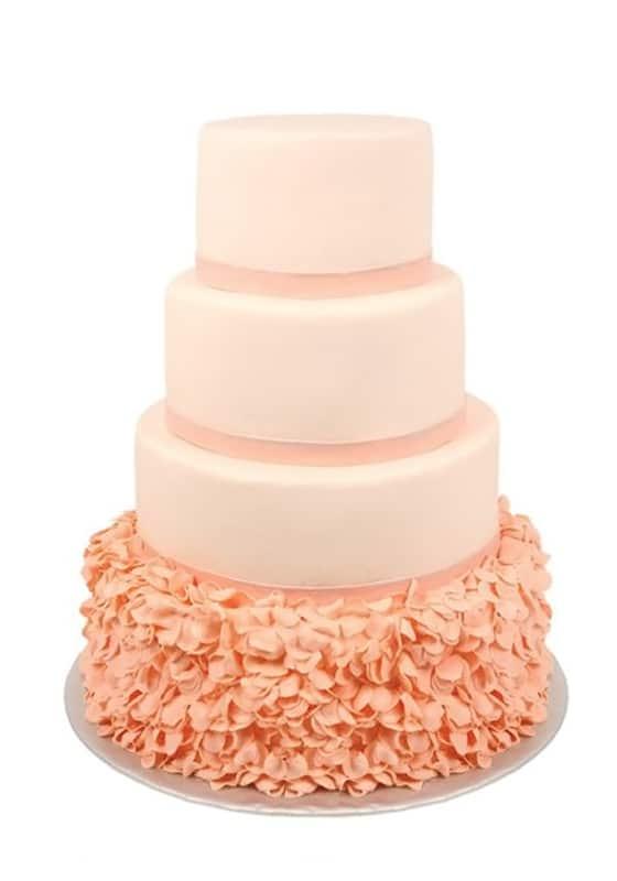 Свадебный торт Персиковый с рюшами