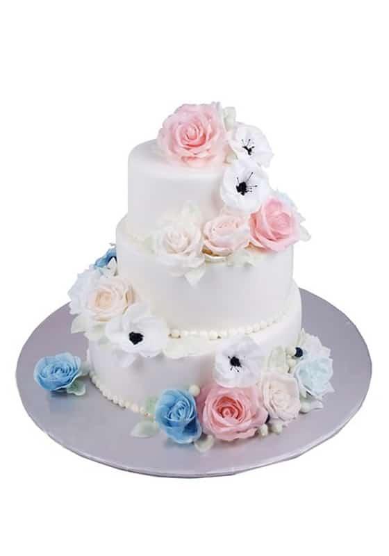 Свадебный торт с Цветами и бусинами