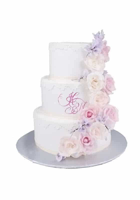 Свадебный торт с Кружевами и инициалами