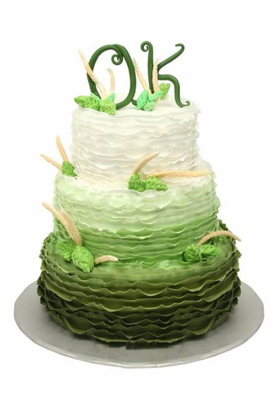 Свадебный торт с Зеленым омбре и инициалами