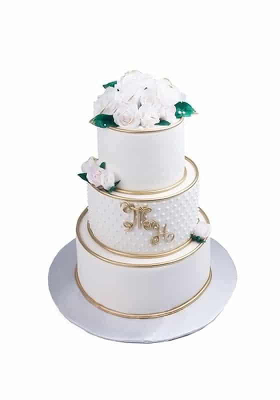 Свадебный торт с Золотым декором и розами