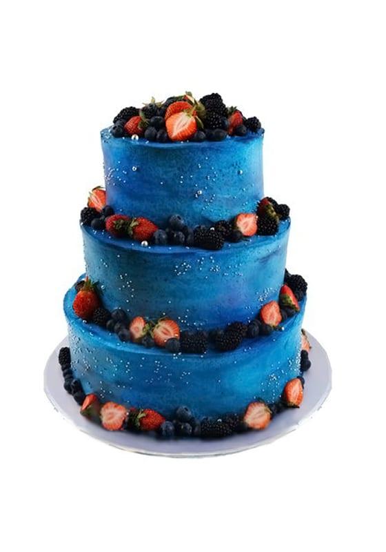 Свадебный торт в стиле Космос с ягодами