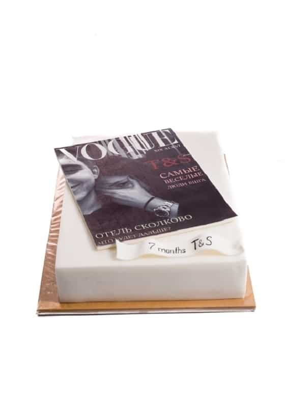 Торт с журналом Vogue