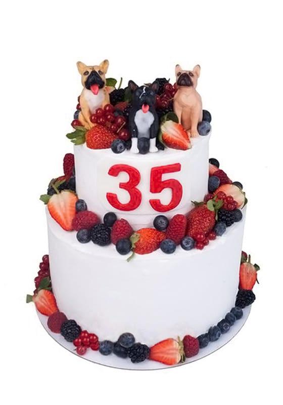 Торт с ягодами и собачками